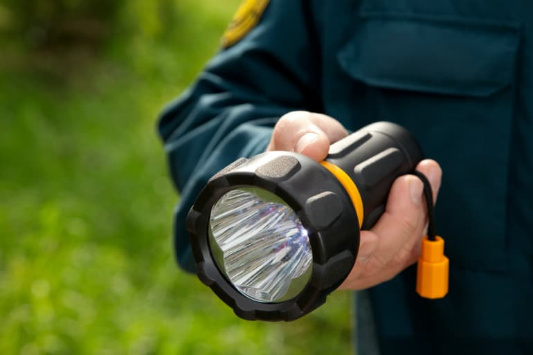 The Definitive Buyers Guide: How to Choose Flashlights - Size & Weight